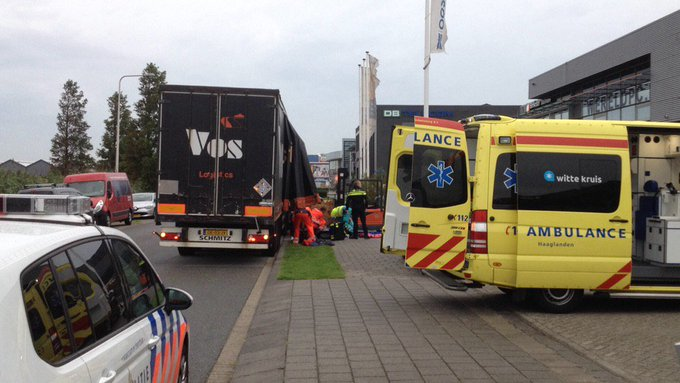 Incident aan de s-Gravenzandseweg in Wateringen met een heftruck. Het MMT is ter plaatse https://t.co/NesMWGNUqB