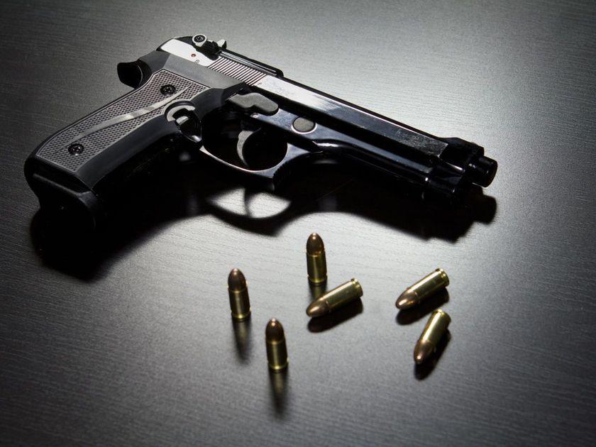 1 dead, 3 hurt after gun battle in St. Louis
