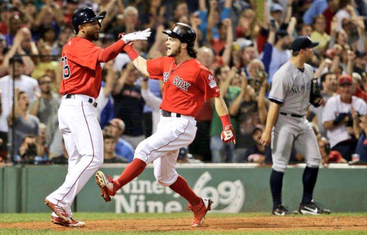 FINAL; Red Sox 9 Yankees 6 👊🏻🔥 https://t.co/P3oOpFIdol