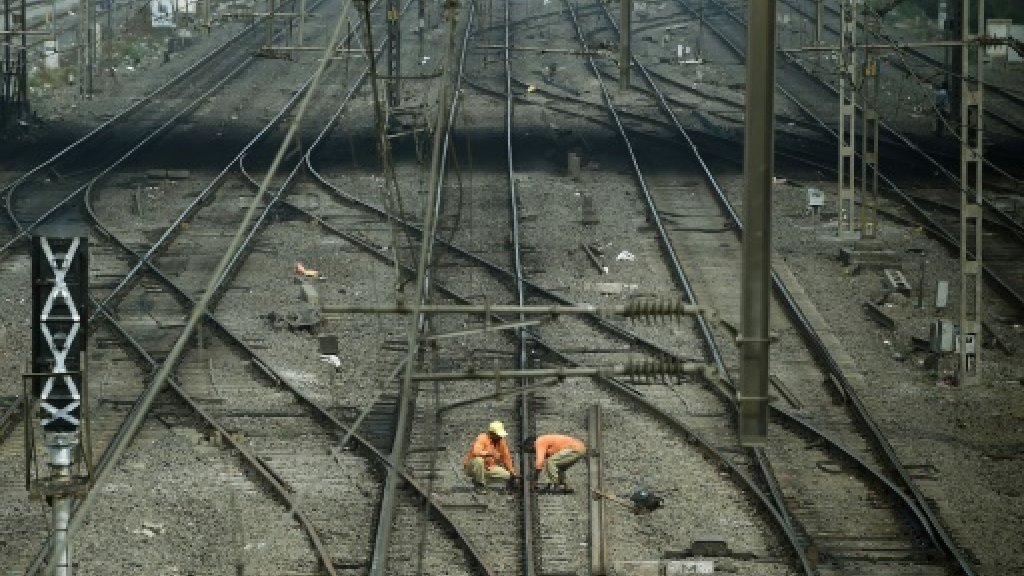 10 dead as train derails in India