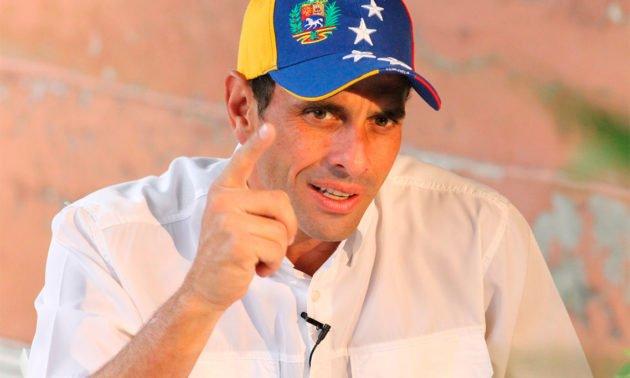 Capriles: En Venezuela hay un autogolpe continuado https://t.co/HXIoeTIbz8 https://t.co/tDQljNBSro