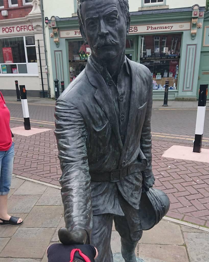 Mr Williams, I presume? #welshexplorers #welshsons #colonialheroes #mortonstanley https://t.co/MLKAY1cbgm https://t.co/Kuq02TTklu