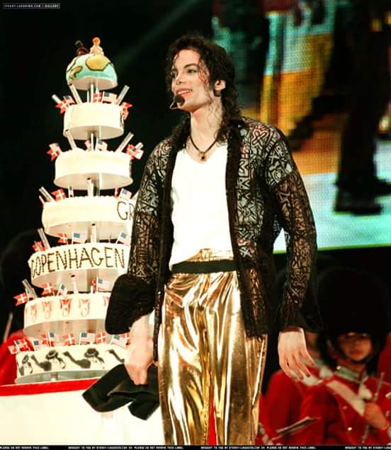 Há 59 anos nascia Michael Jackson, o rei do pop. Birthday