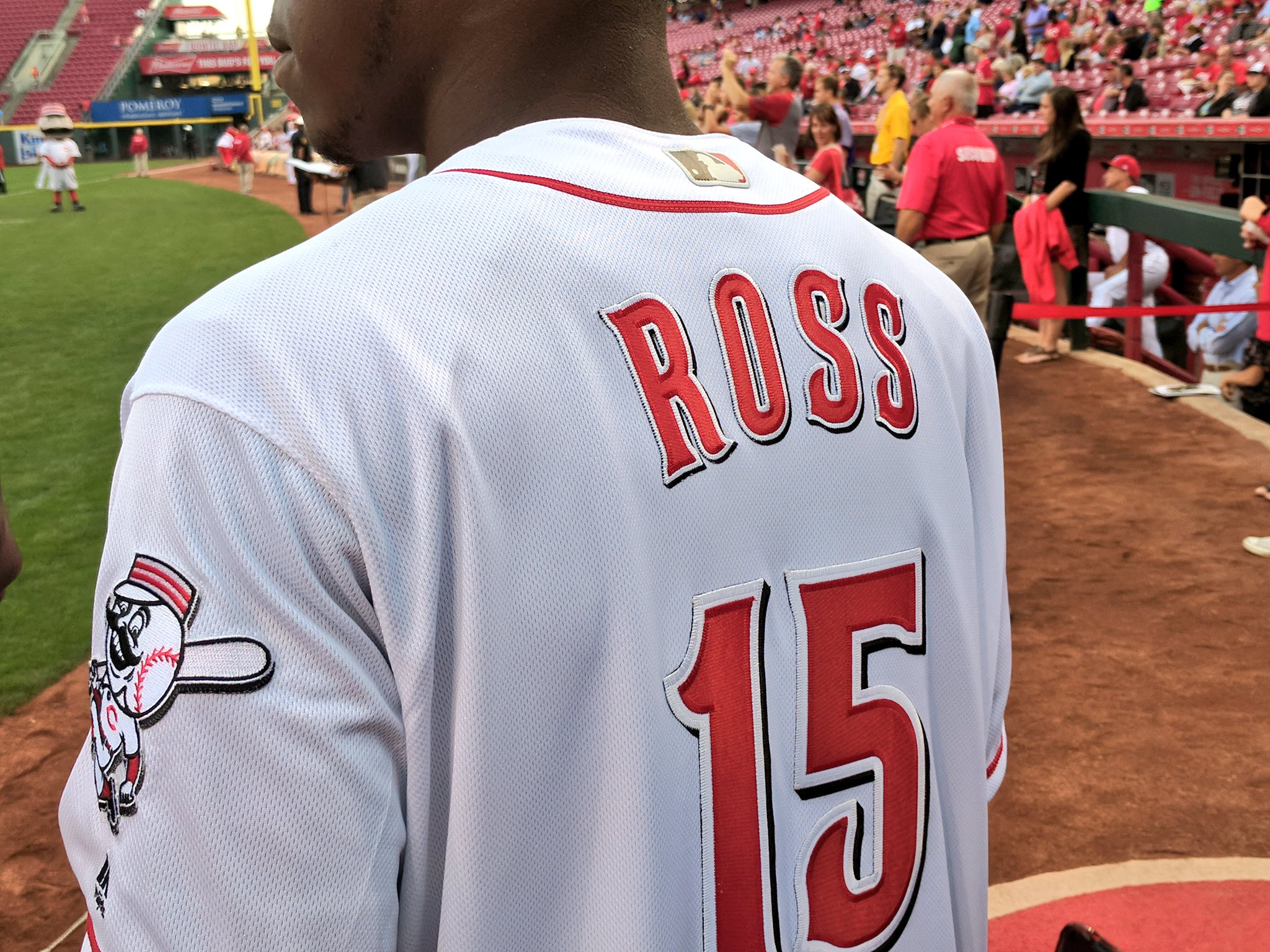 .@WatchJRoss with the @Reds threads to throw out tonight's first pitch ⚾️ https://t.co/mVX9B5wrtC