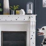 DIY moucheté: customiser une cheminée avec des taches de peintures