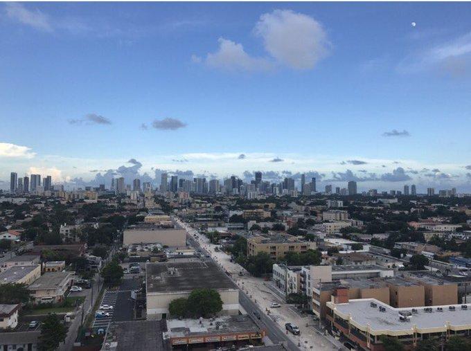 I ♥️ #Miami .... 🖕#Irma https://t.co/4RcIpfU56o