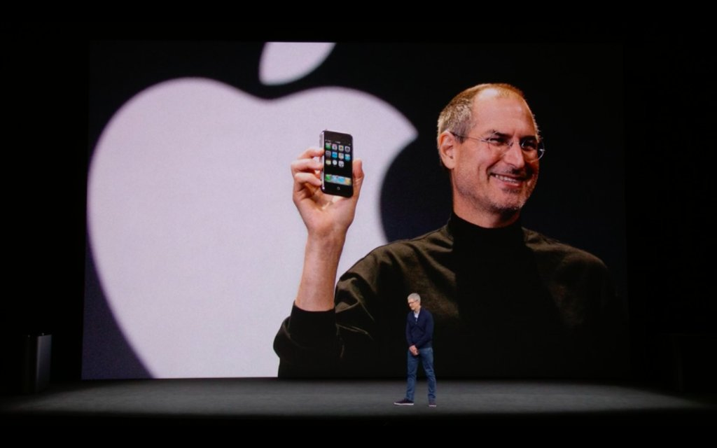 ICYMI: The #AppleEvent started out its event by honoring Steve Jobs https://t.co/JVaBGMKjVf https://t.co/czfBcFJL6u