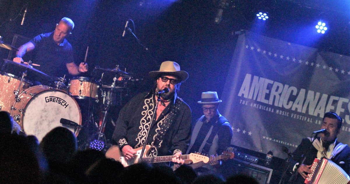 The Mavericks thrill at the all-star #AmericanaFest kickoff show. Our report https://t.co/R4h7he7BBI https://t.co/itqGTxVF3u