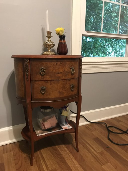 Cute lil antique end table I bought for my camroom✨☺️🙏🏼 https://t.co/NFiWLC7K6z