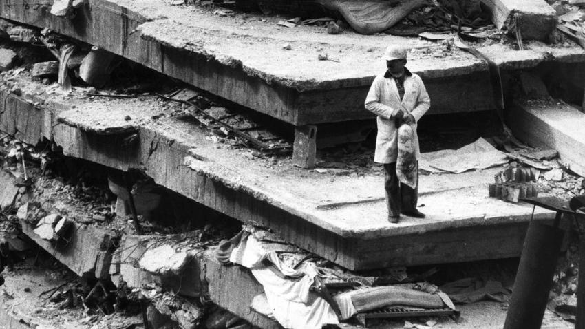 Today's Mexico earthquake hit on the anniversary of the deadly 1985 Mexico temblor https://t.co/4pPRC86dy6 https://t.co/OKkSAv4Kkz