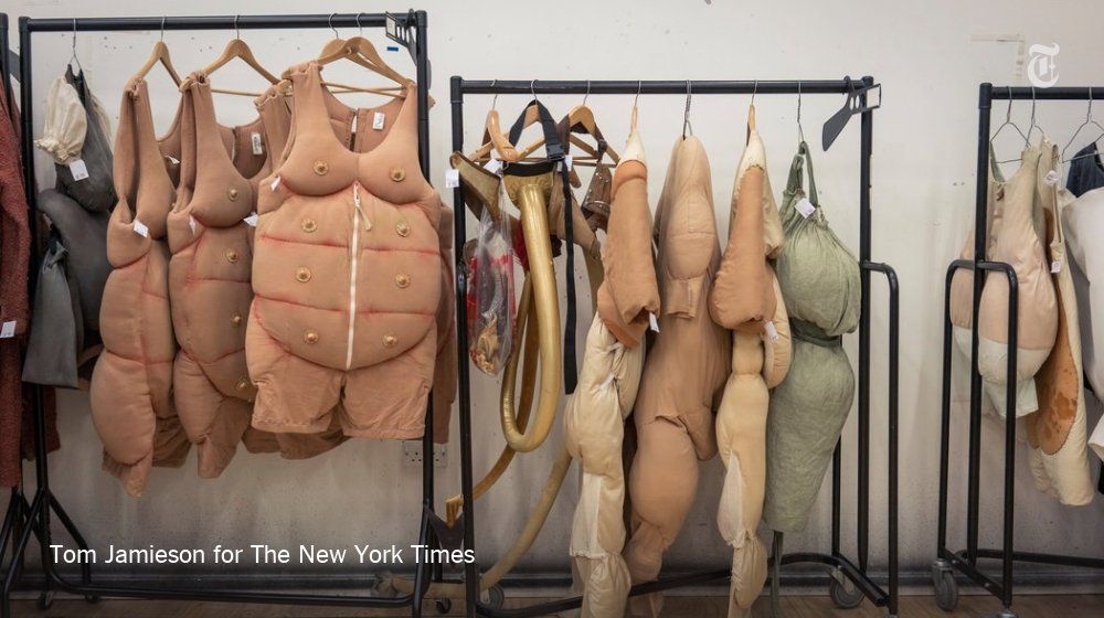 Cloaks, fairy wings and pig suits, on sale courtesy of the Royal Shakespeare Company https://t.co/BoZqtRpwwQ https://t.co/LTZ2oRuRhG