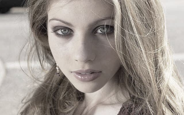 We wish a very happy birthday to the gorgeous Michelle Trachtenberg! ¡Feliz cumpleaños
