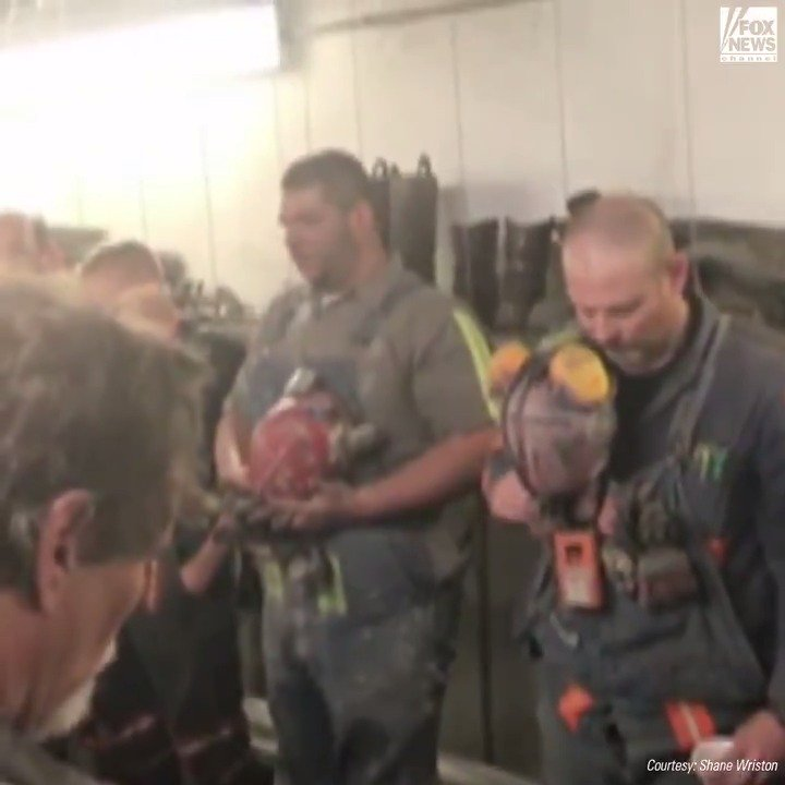 WATCH: A West Virginia coal miner sings the national anthem prior to his shift underground. #ProudAmerican https://t.co/gDrcgNQzo7