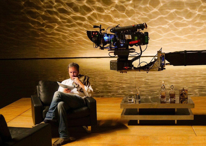 Villeneuve on set of Blade Runner 2049. If you haven't seen it yet - do so. An artistic achievement. Gorgeous & transportive. Pure cinema. https://t.co/VFUVtXR2oD