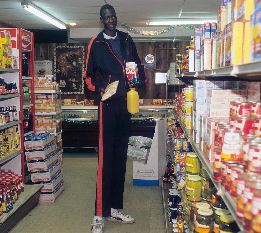 Can't think of a better picture for #NationalFoodDay than Manute Bol at the grocery store. https://t.co/jCHpqzab9w