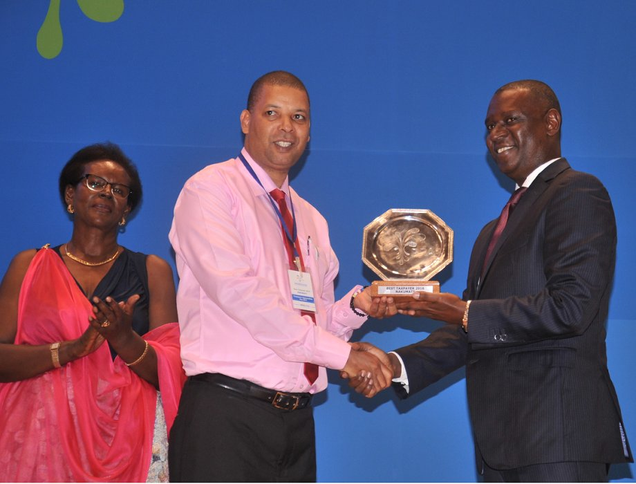 Nakumatt named best taxpayer in Rwanda