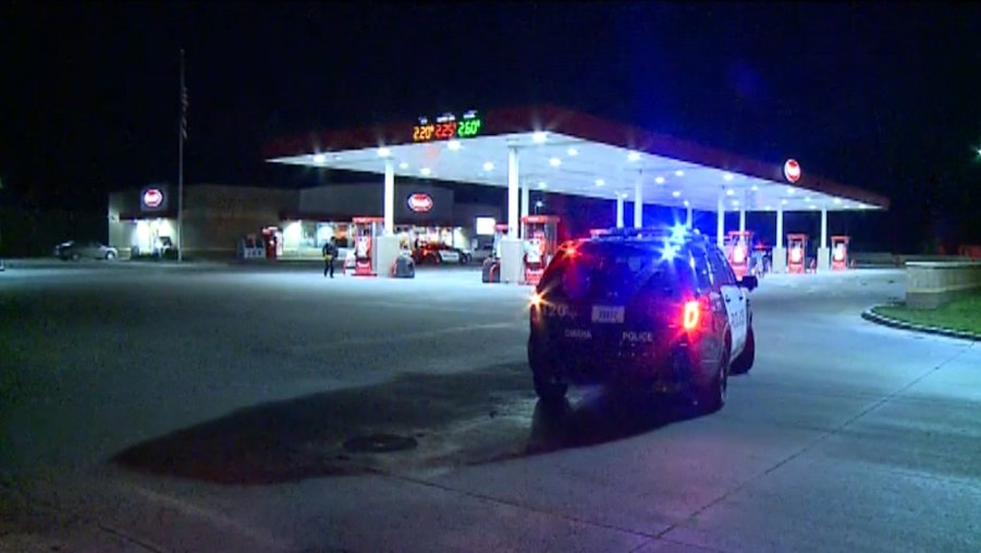 Robber holds up gas station with handgun