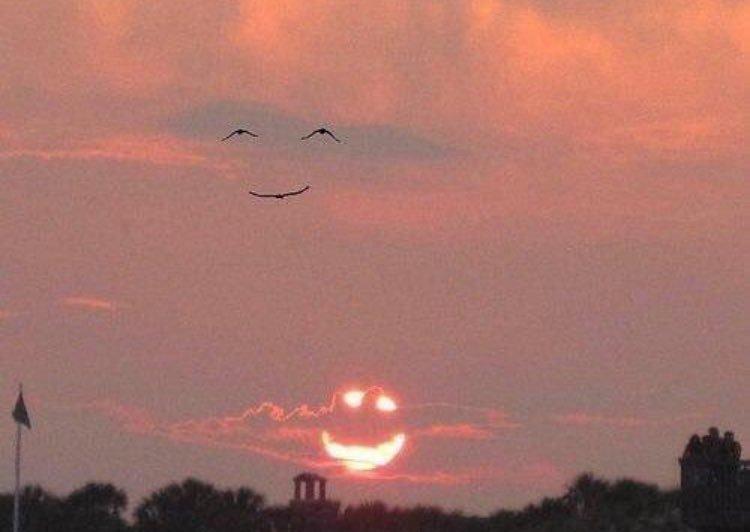 #FelizJueves sonrían. https://t.co/cHGkAIyTRd