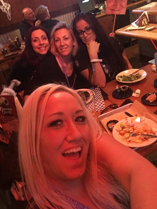 Having dinner with my bitches #TwitchCon17 https://t.co/NolejoQfdf