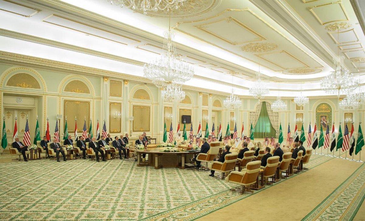 #خادم_الحرمين_الشريفين ورئيس وزراء #العراق يفتتحان الاجتماع الأول لـ #مجلس_التنسيق_السعودي_العراقي https://t.co/DQQ5NzzFJg