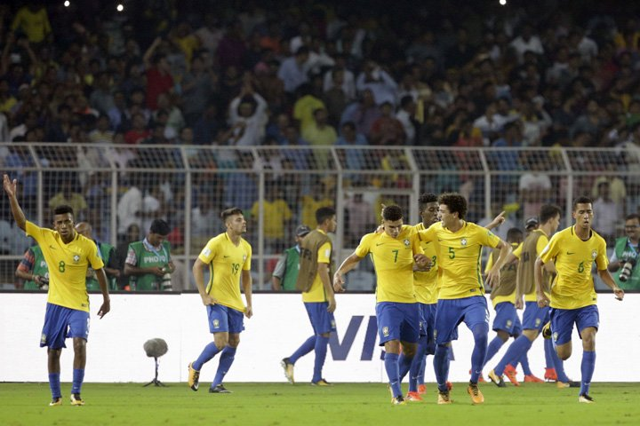 @BroadcastImagem: Brasil bate Alemanha de virada e vai pegar a Inglaterra na semi do Mundial Sub-17. Bikas Das/AP