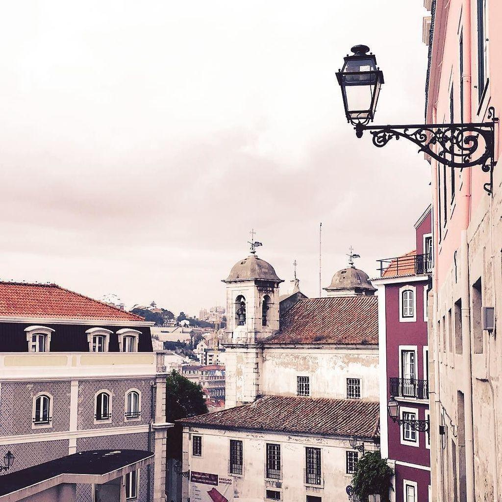 test ツイッターメディア - リスボンのサン・クリストヴァン教会。旅の安全を祈る教会だそうです。 #リスボン #ポルトガル https://t.co/VFeaKyGPcL