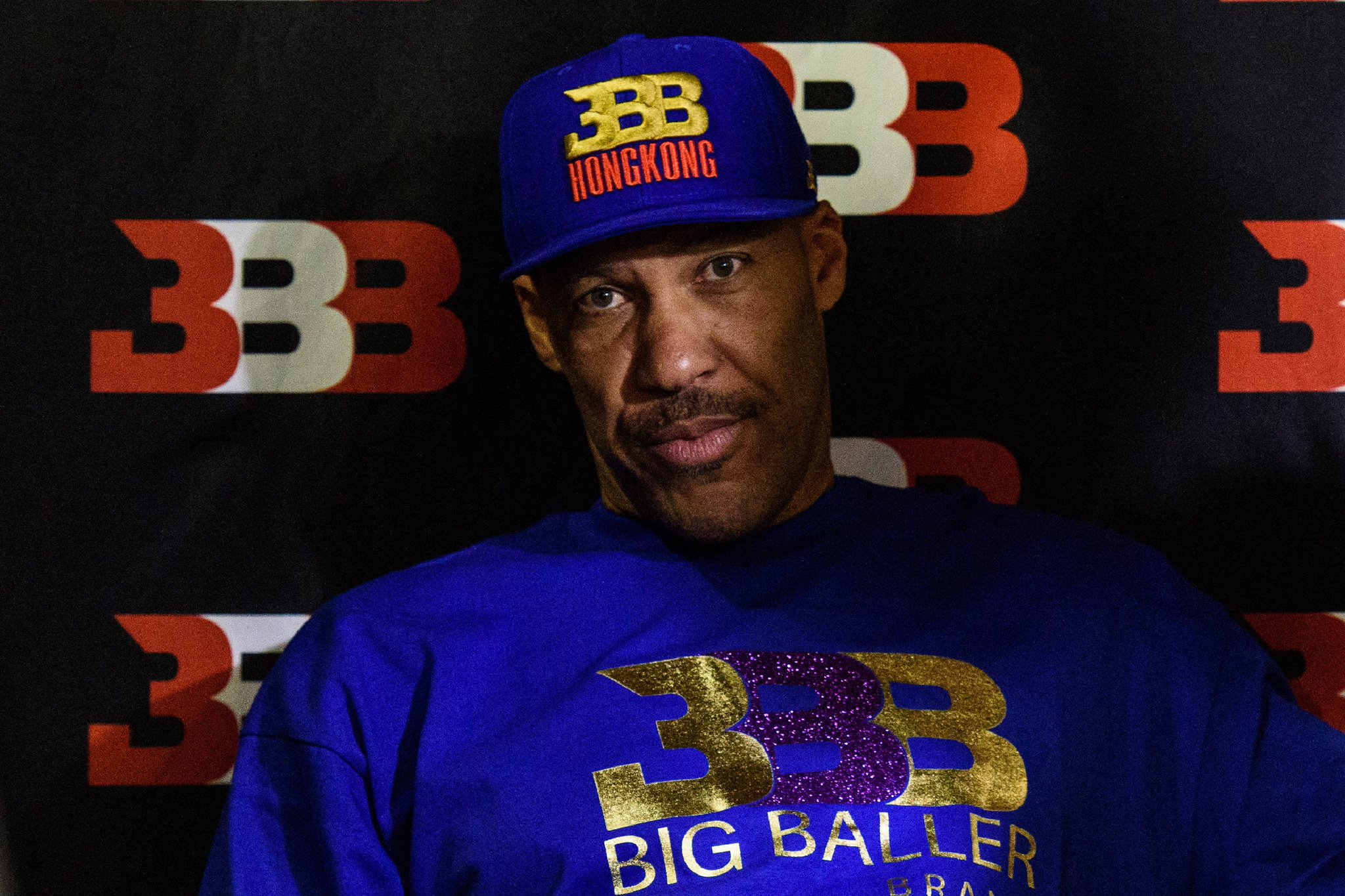 """LaVar Ball says Donald Trump didn't help get LiAngelo released from shoplifting: """"Who?"""" https://t.co/KwOmRfI5cX https://t.co/0AKuteP3R4"""