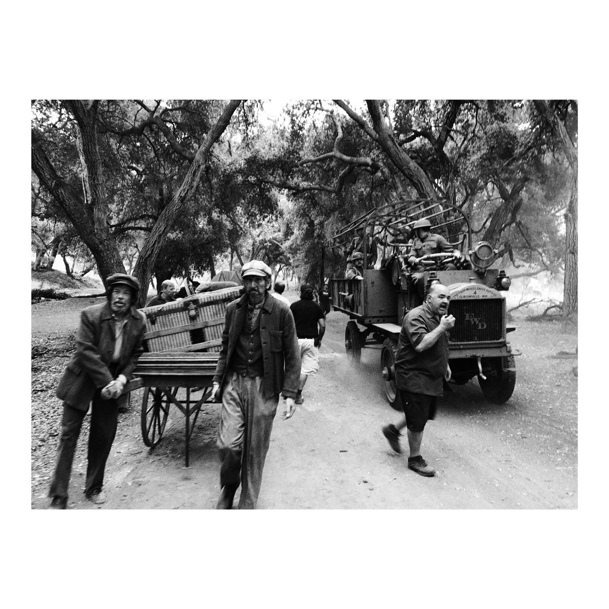 a little #bts from this past on week one of #timeless #s2 #whenwillwego ❤️???????? @NBCTimeless https://t.co/lo5qvvXgyD