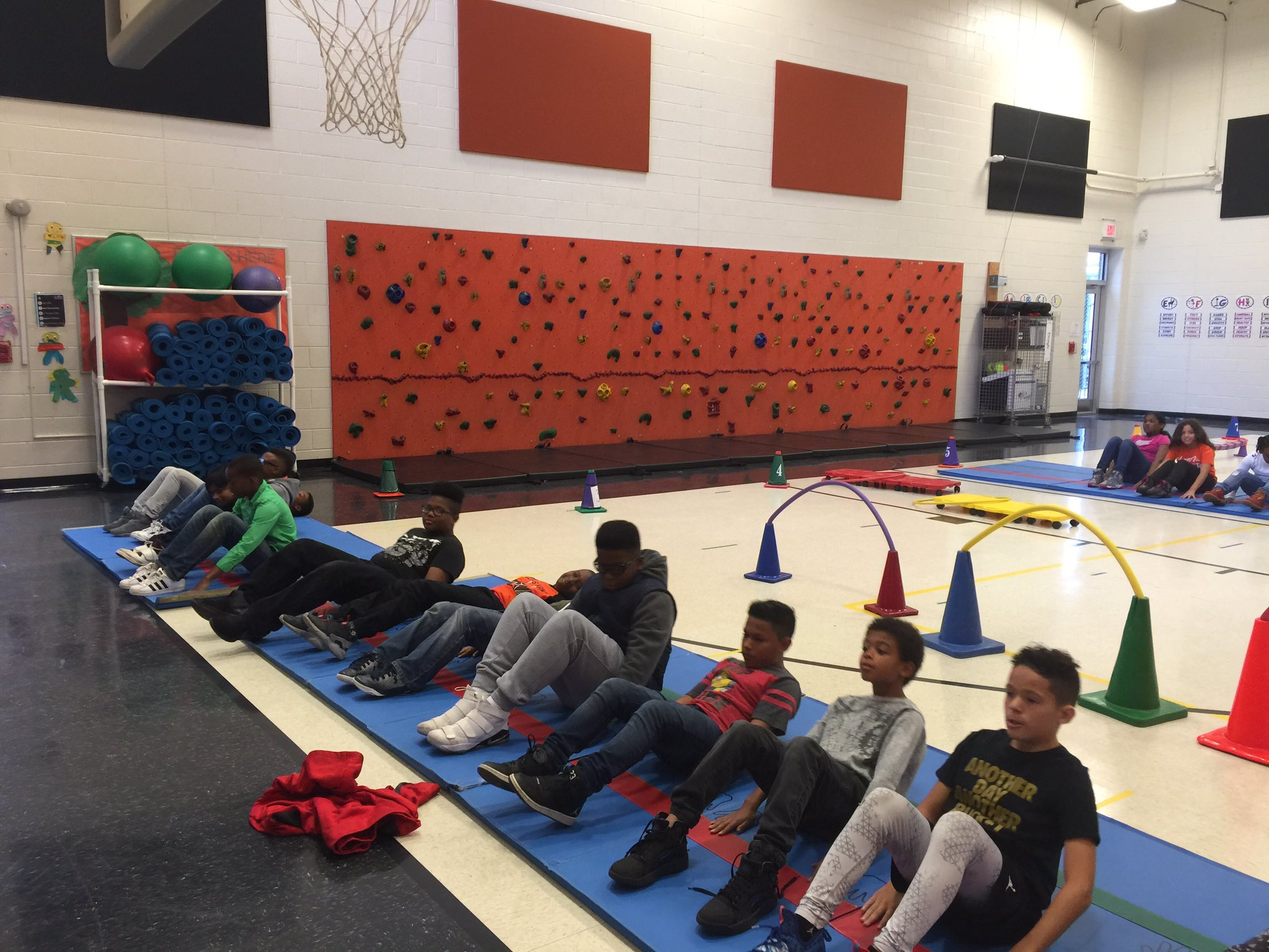 Success with our Fitness Gram curl-up test, Plickers assessments, and Veteran's Day fitness stations. @MissHeins229 #TriangleTigers https://t.co/1IGHHjOhLq