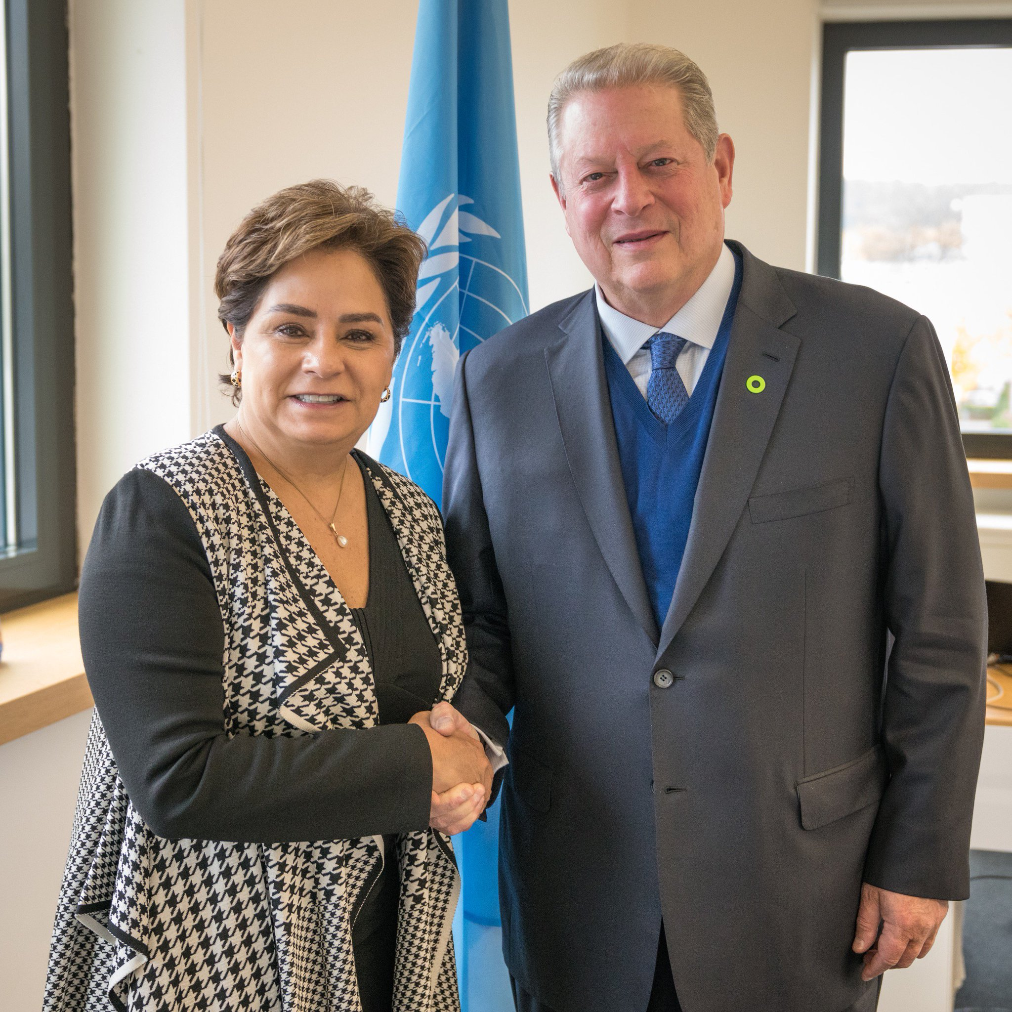 Great meeting with Executive Secretary @PEspinosaC today here at #COP23! https://t.co/cakNSSRPEM