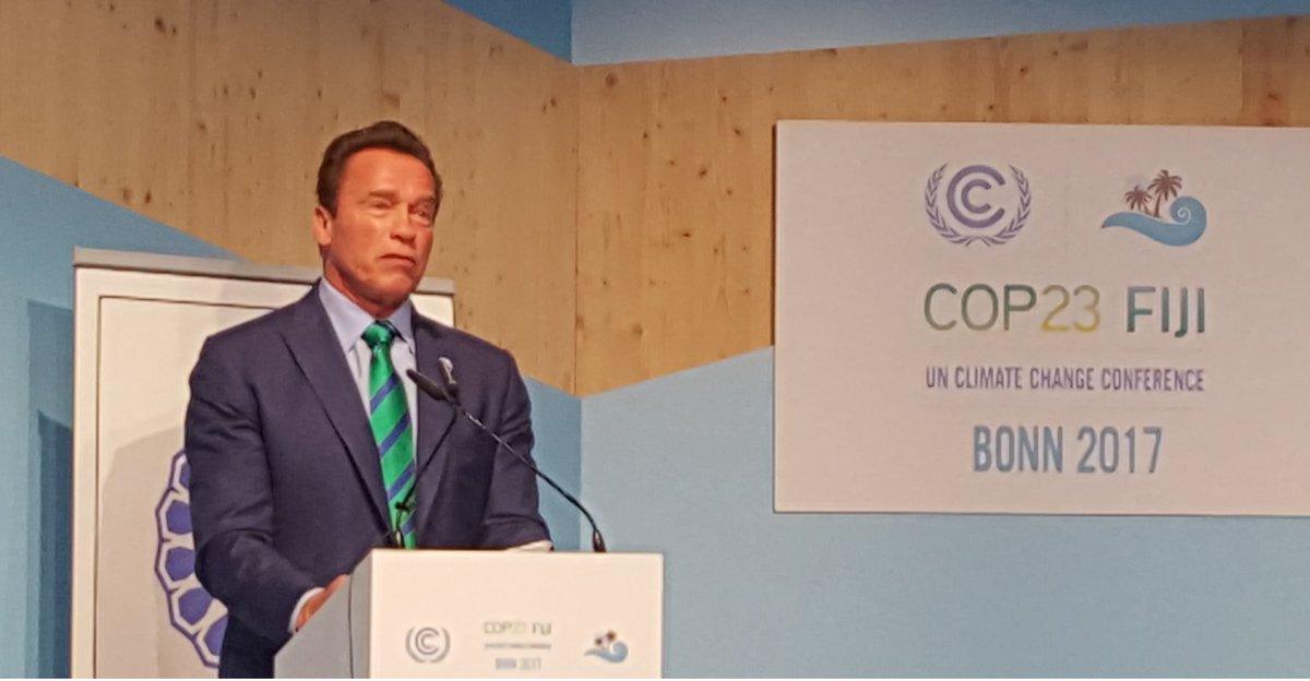 Arnold Schwarzenegger. Foto do site da Caras Brasil que mostra Arnold Schwarzenegger faz apelo sobre clima em conferência global! Entenda