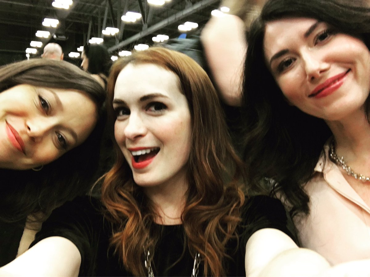 Lots of geeky mom talk with a few of my faves at Austin @WizardWorld! @JewelStaite/Summer Glau https://t.co/IxE2Y4IjzK