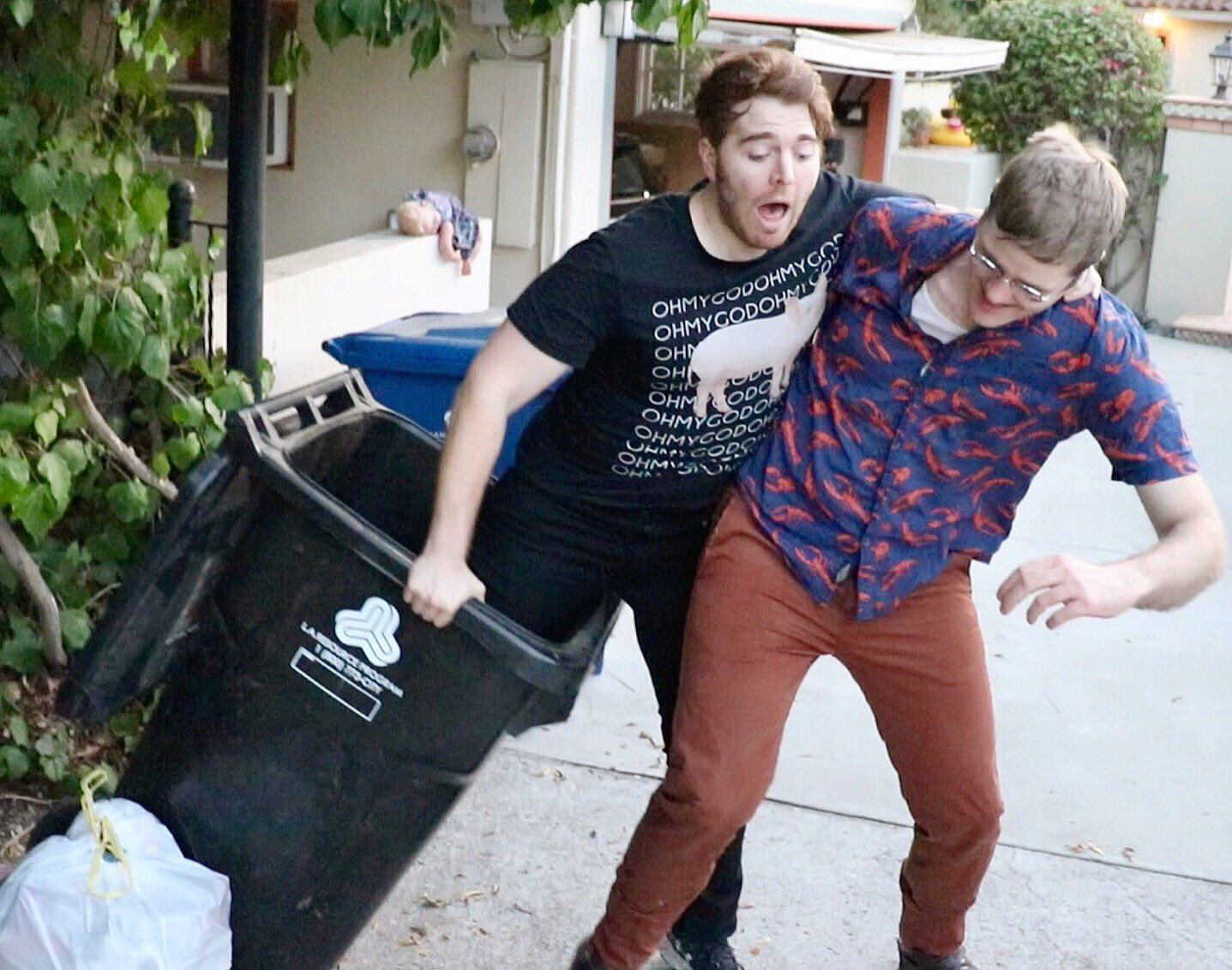 Get a friend who will help you out of the trash ❤️ https://t.co/j1rhBADjZ1