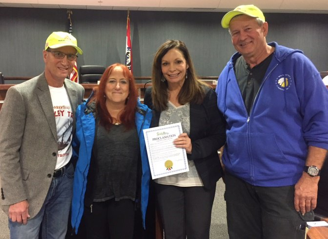 test Twitter Media - At last night's @parkvillemo Board of Aldermen meeting, Mayor Johnston proclaimed November 23rd as Parkville Turkey Trot Day. Kenny Parrish and Melissa & Pat Walsh accepted the proclamation. https://t.co/Z9q4zJl2bB