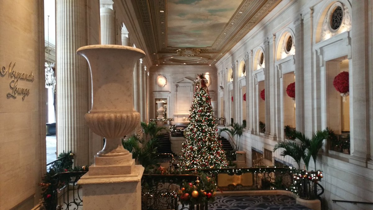 test Twitter Media - The Chicago Hilton Hotel's Grand Hall is decked out in classic holiday style. @HiltonChicago @ChooseChicago @HiltonHotels @MidwestLiving https://t.co/SuuVuDEcdB