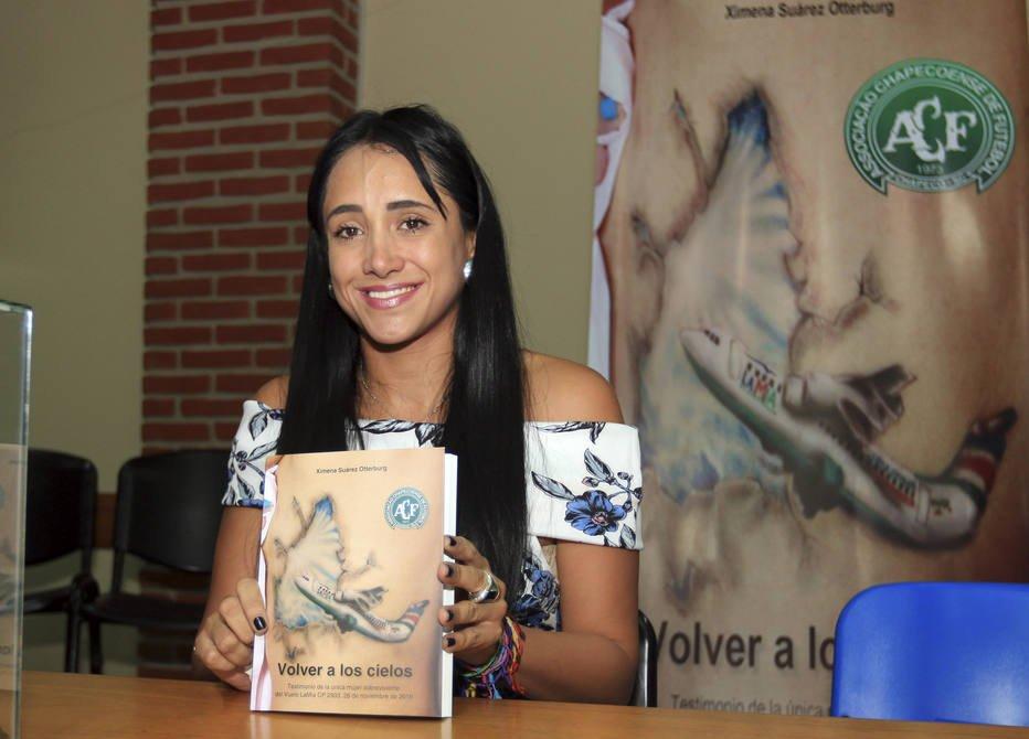 Aeromoça de tragédia da Chapecoense lança livro na Bolívia
