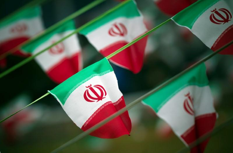 U.S. Congress to let Iran deadline pass, leave decision to Trump
