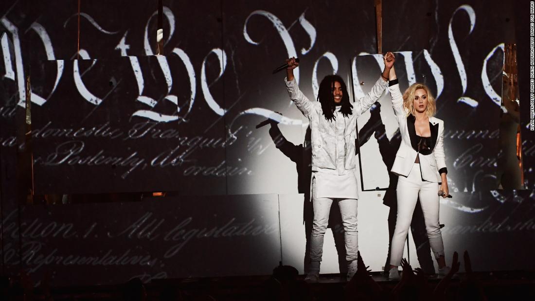 The politics of pop music in 2017 https://t.co/OpY7TWKuac https://t.co/O7egjhfG6r