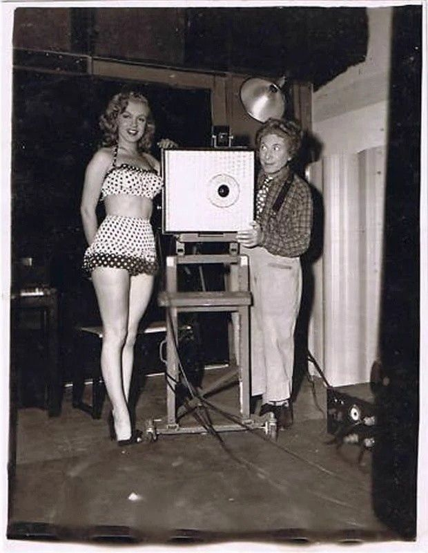 #HarpoMarx and #MarilynMonroe during the filming of #LoveHappy 1949. https://t.co/lMF1AjA9kr