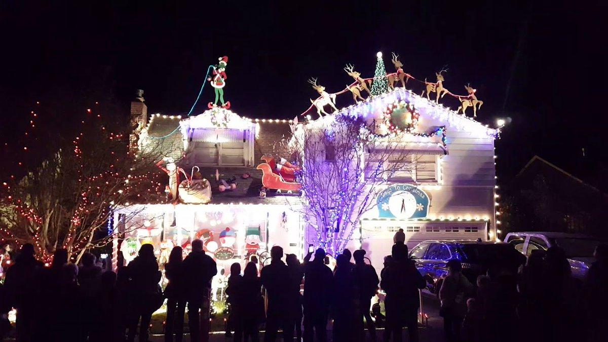 Christmas light show on Walnut Court