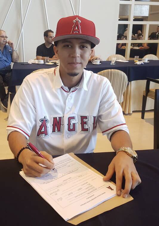 Today, the #Angels have officially signed Venezuela natives, SS Liván Soto and SS Kevin Maitan. https://t.co/XU8S802fmy