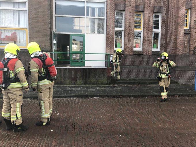 Brandje in klaslokaal in school aan de Fenacoliuslaan in Maassluis. Brand snel onder controle. https://t.co/GbJKWVPDoB