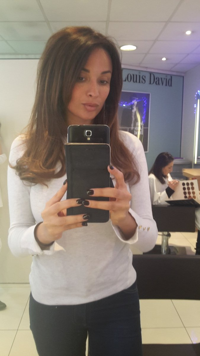 At the hairdresser 💇💇 9CzppwTH8W