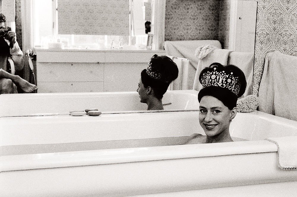 Princess Margaret in the bath wearing her tiara, her husband Lord Snowden taking the picture from the toilet https://t.co/H0xAsWUUV8