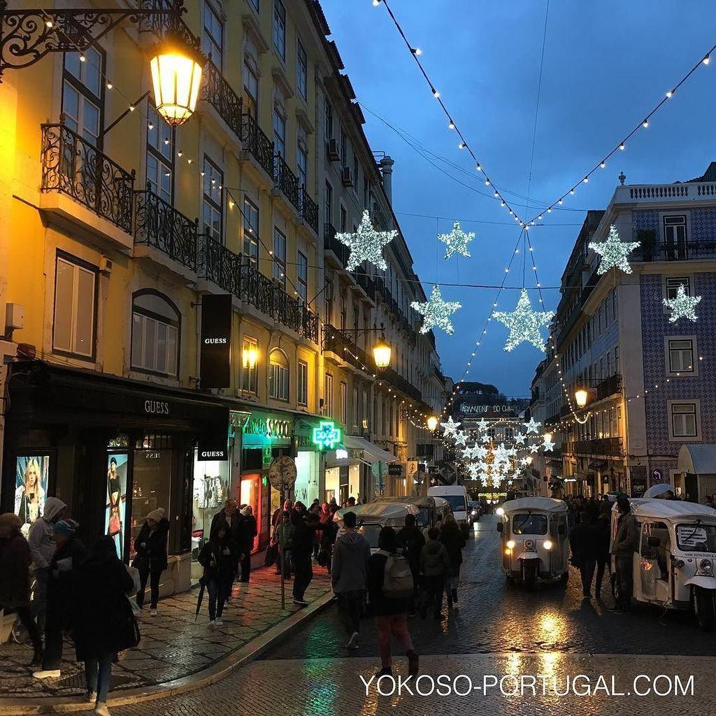 test ツイッターメディア - リスボンのショッピングストリート、ガレット通りのイルミネーション。 #リスボン #ポルトガル https://t.co/lMRZATw56v