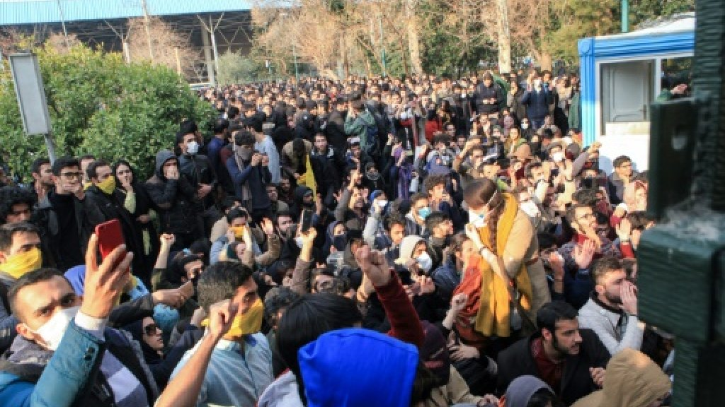 EU urges Iran to guarantee right to protest
