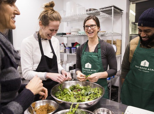 At the U, future doctors and nurses learning to treat patients with food