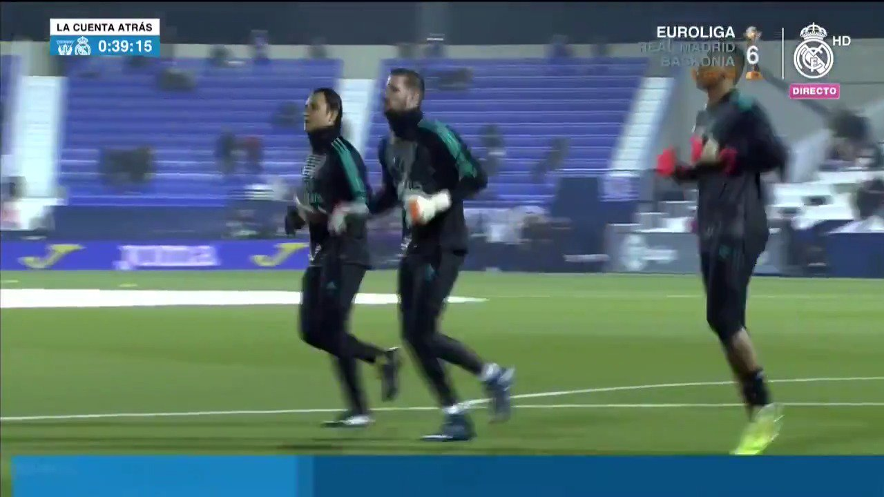 �� Our goalkeepers are out to warm up! @KikoCasilla13 @NavasKeylor @moharamos25   #RMCopa   #HalaMadrid https://t.co/AkTx3hhhzl