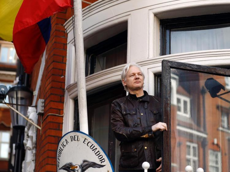 Ecuador grants nationality to WikiLeaks founder Julian Assange https://t.co/8PMtpDn9nZ https://t.co/a8CRsvYJTc