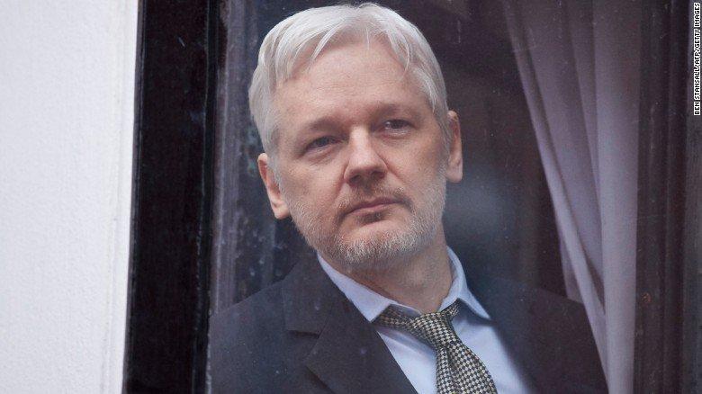 WikiLeaks founder Julian Assange has been granted Ecuadorian citizenship https://t.co/cfqzYERzVh https://t.co/UFMYzVPbS1